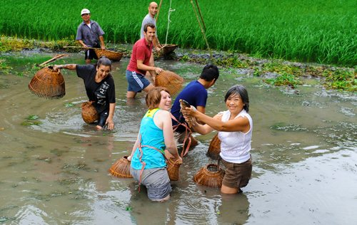 exploring daily life of farmers . Photo: Ninh Manh Thang